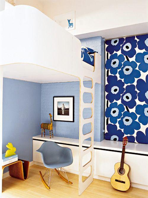 Lit mezzanine en bois dans une chambre d'enfant. http://www.m-habitat.fr/par-pieces/chambre/amenager-une-chambre-pour-enfant-2624_A