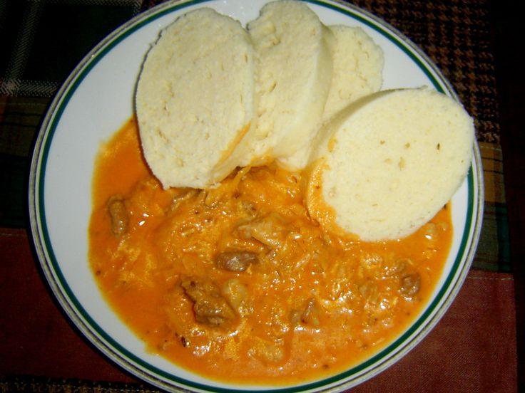 Jak se dělá pravý segedínský guláš z vepřového masa? Recept na segedínský guláš podle československé normy. Lepší než od Pohlreicha.