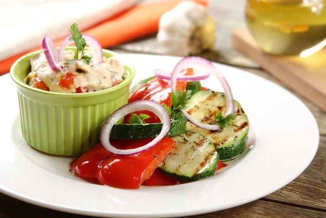 Grillowane warzywa z dipem koktajlowym
