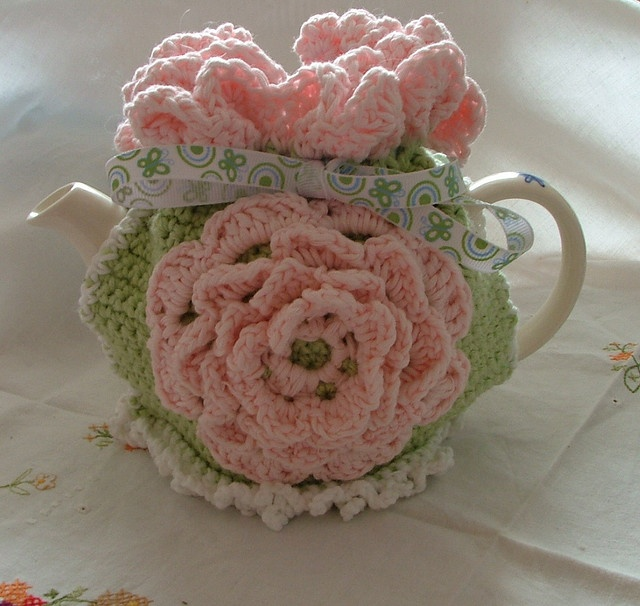 Frilly crochet tea cosy by spicyapplebum, via Flickr