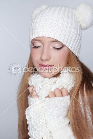 Глаза макияж. Портрет зимой девушки модели красоты. Красивая женщина — Стоковое изображение #31941875