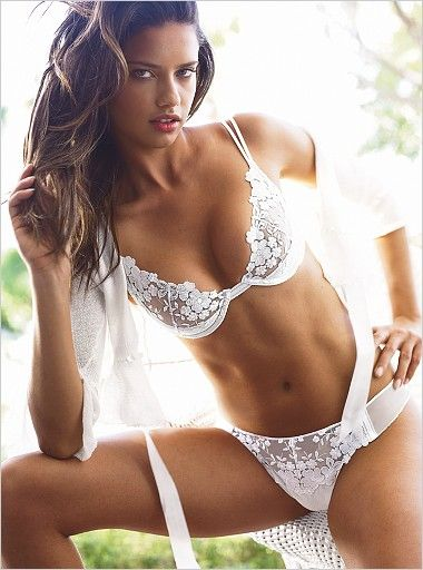 """#Starbuck Guy only pick out the """"Hot & Sexy Chicks"""" # http://yourdreamsonfire.com"""