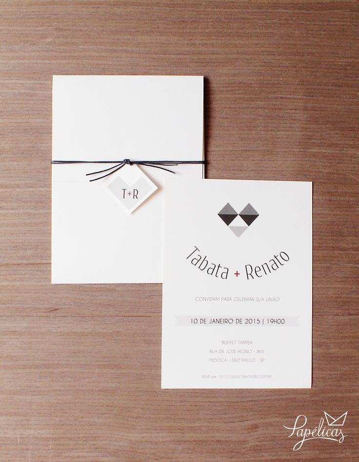 Quem disse que amor de Carnaval acaba? Nem sempre... Convite de casamento inspirado no clássico casal Pierrô e Colombina com coração feito com losangos. Super criativo!!  Faça seu pedido aqui: http://goo.gl/k8t2Qi #convitedecasamento #AtelierPapelicas #wedding #weddingideas #weddinginvitation