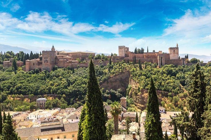 La Alhambra, Granada, Spain | Honeymoon destinations we love | Luna Moons Travel