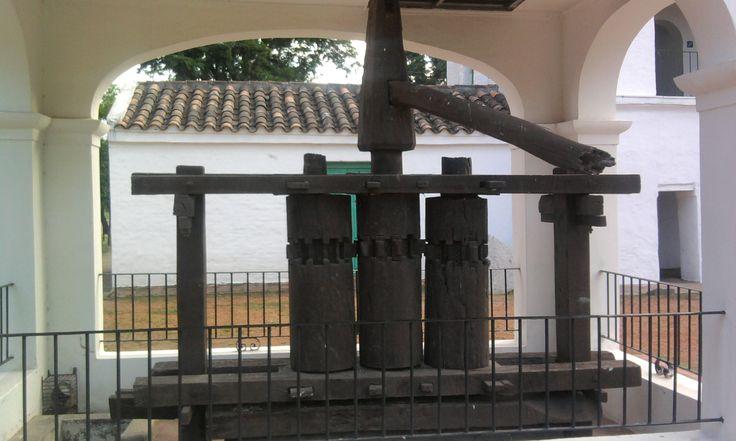 Primer trapiche para la caña de azúcar; Casa del Obispo Colombres, Parque 9 de Julio, San Miguel de Tucumán, Argentina. 2.010.