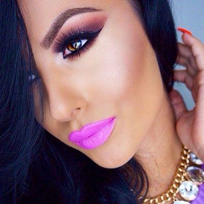 *Colores de labiales para morenas* descubre los tonos que le van mejor a las morenas y lúcelos con mucha actitud, más de 15 labiales recomendados ;) #Lipstick #MaquillajeMorenas #TipsMorenas #MakeupTips