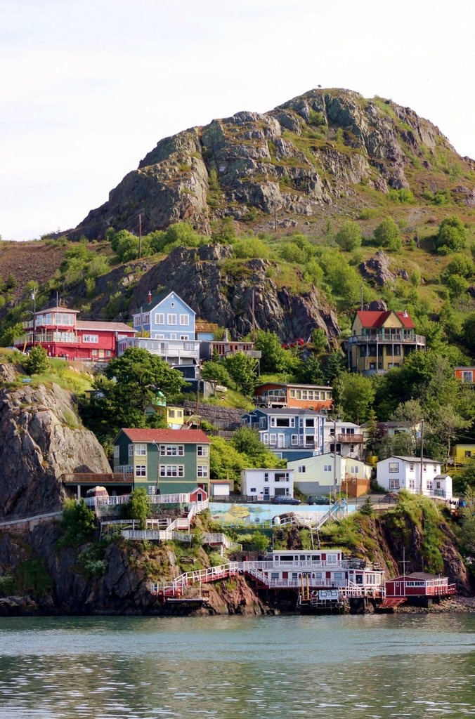 the Battery neighbourhood, which is strung along the cliffs at the entrance to St. Johns Harbour (Signal Hill, St. John's, NFLD, Canada ~ photo by SignalHillHiker)