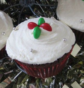 Cute Christmas Cupcakes. By The Love of Cake Blog. Learn how by visiting www.theloveofcake.com