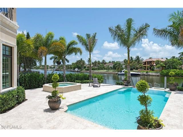 Tropical Pool on the Water - direct access to the Gulf of Mexico.  Gin Lane in Port Royal | The most exclusive neighborhood in Naples, Florida