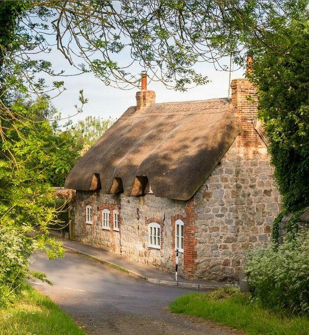 25 melhores ideias de casas de pedra no pinterest for Cottage e casa