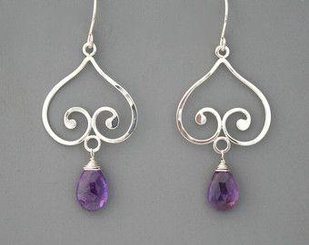 Deze elegante oorbellen zijn gemaakt van sterling zilver. Ik maak ze met de hand beginnen met rechte draad die ik vorm, fuse, hamer en gepolijste eindelijk een glans. Ze zijn zeer licht van gewicht en meet een beetje meer dan 3/4 diameter en 1 3/8 vanaf de bovenkant van de oor-draden.  Ketting aan https://www.etsy.com/listing/83781544/sterling-silver-spiral-handmade-necklace?  Rachel Wilder juwelen zijn allemaal handgemaakt uitsluitend door de kunstenaar. Ik...