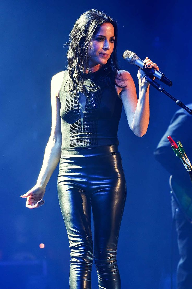 The Corrs performs at their UK Reunion Tour #leatherpants #leatherskinnypants