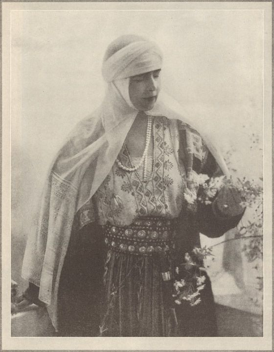 Queen Marie of Romania / A Close-Up of a Queen