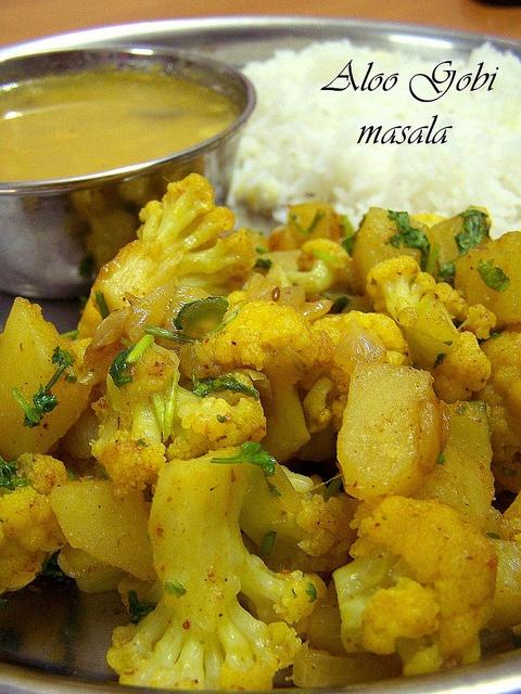 Aloo gobi masala    http://www.receptyzindie1.com/2010/04/aloo-gobi-masala.html