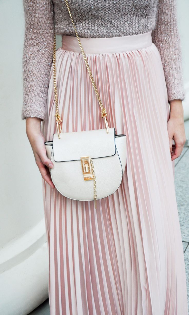 Muted pinks. love the bag//