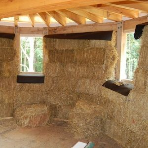 Build Naturally...Blog: Yes you can! Build with Strawbale in Wet (& humid) Climates - info includes advice for any home building regarding minimizing condensation which leads to mold by chosing correct building materials and design