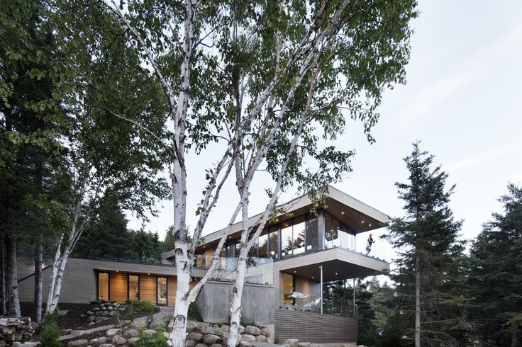 Completed in 2016 in Cap-à-l'Aigle, Canada. Images by Adrien Williams. This house, whose name refers to the brightest star in the Aquila constellation, is located in Cap-à-l'Aigle, in the region of Charlevoix. Altaïr...