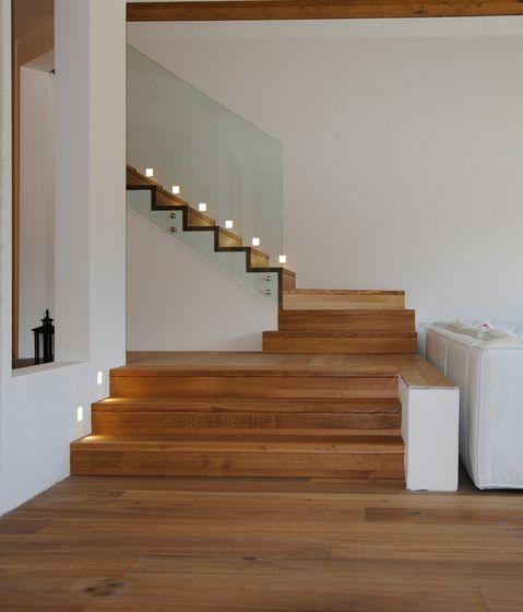 Treppe mit Holzbelag