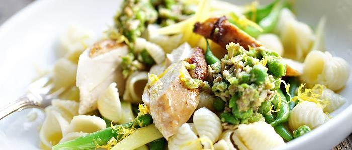 Makaronsnäckor med ärtpesto, kyckling och gröna bönor - Lantmännen