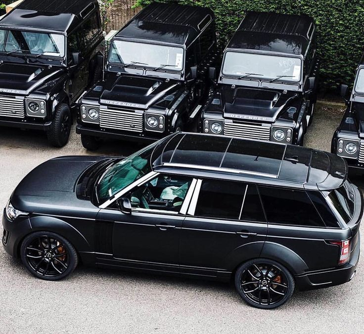 Triple black Range Rover Vogue
