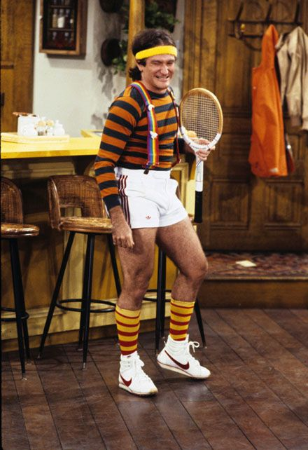 Mork and Mindy...After spinning off from an appearance on Happy Days, it became must see TV to watch this new comedian Robin Williams ✮ This had to be the 70's, look at those shorts!