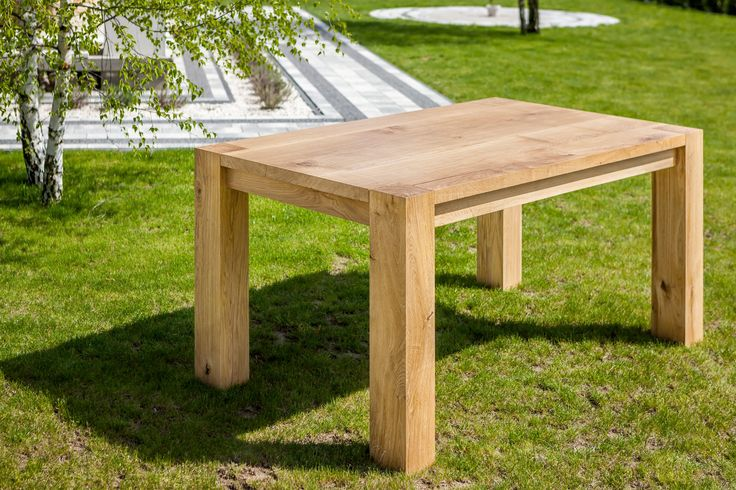Oak dinning table made by Pracownia Stołów.