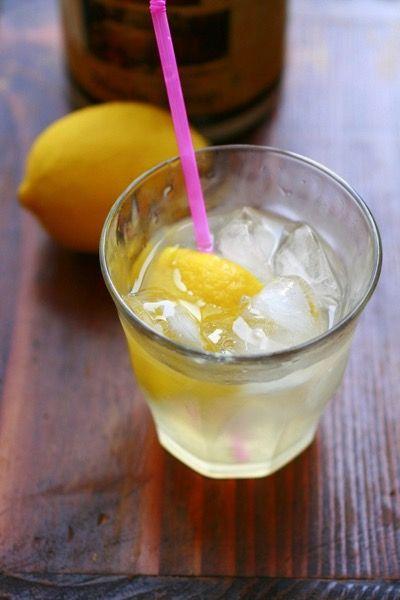 夏にうれしい元気の味方♡簡単「レモネード」の作り方まとめ | レシピ ... メープルシロップを入れてお水を注げば完成♡ すっきりとした味のフレッシュなレモネードです。グラスにレモンの皮を浮かべると、見た目も涼しげ。