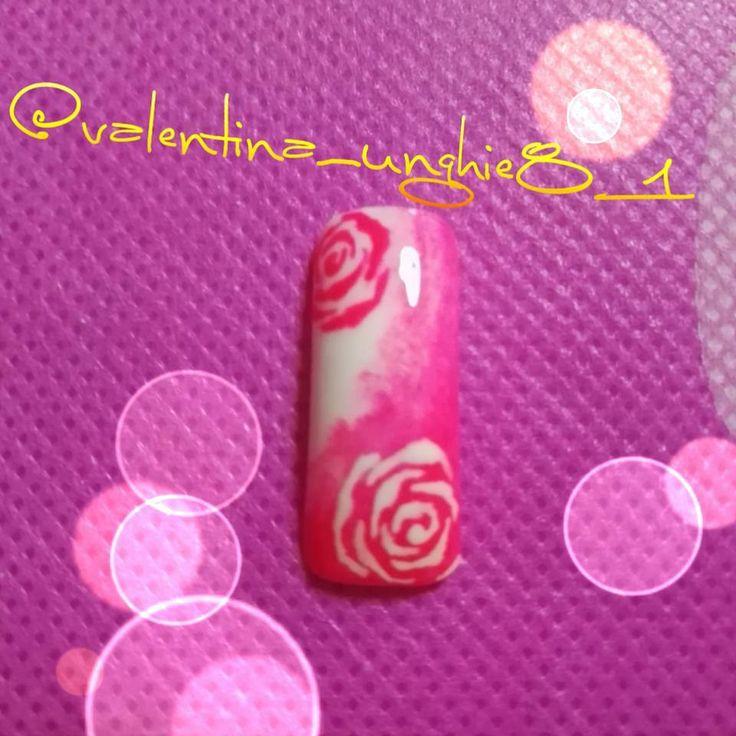 """Nail art rose pink and white 🌹 """"Mi piace"""": 11, commenti: 1 - Valentina Passione Unghie (@valentina_nails_81) su Instagram: """"Nailart bianco e rosa sfumato con rose #nail #nails #nails💅 #nailart #ricostruzioneingel…"""""""