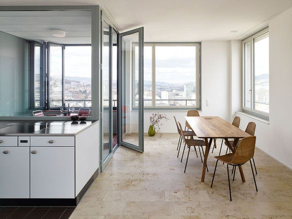 Filigrane Möbel (Tisch+Stühle) => mehr Raum, Fenster Deckenhoch (Angenehme Brüstungshöhe)