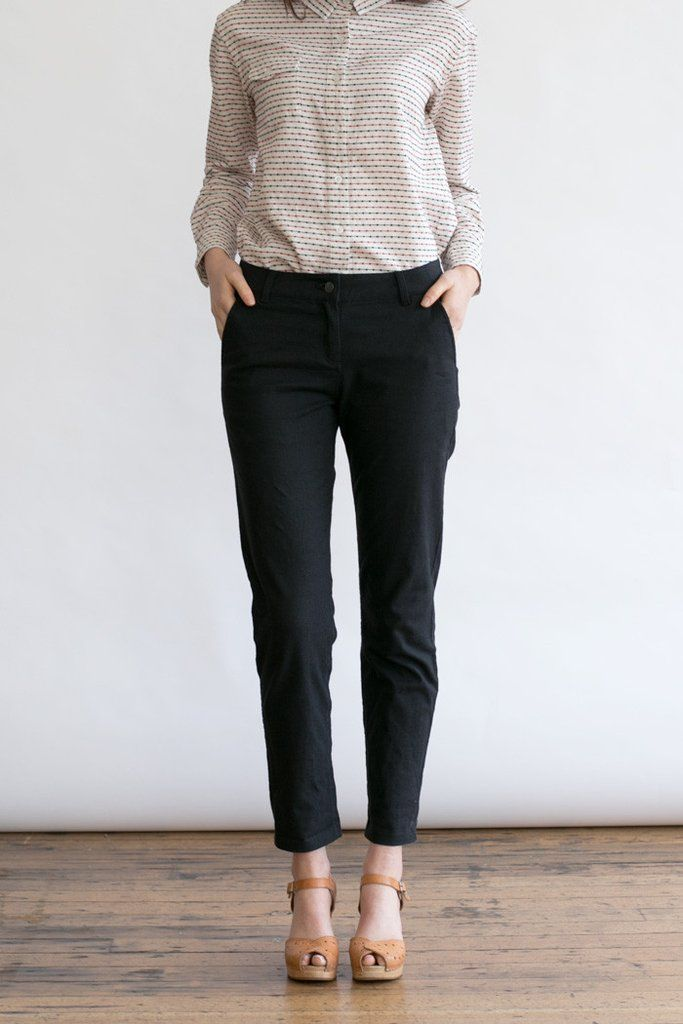 The ultimate in versatility, these mid-rise straight leg trousers have a teensy bit of stretch added to the spring weight linen-cotton blend, plus two front pockets, two rear patch pockets, contrats w