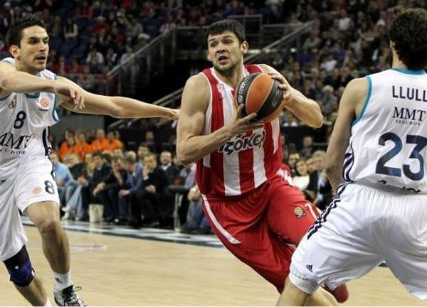 Kostas Papanikolaou thanks Olympiakos' management! @Basketplus.gr