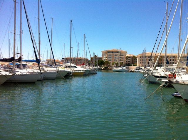 Abritel location studio à Fréjus Plage. Studio à Port Fréjus les pieds dans l'eau !