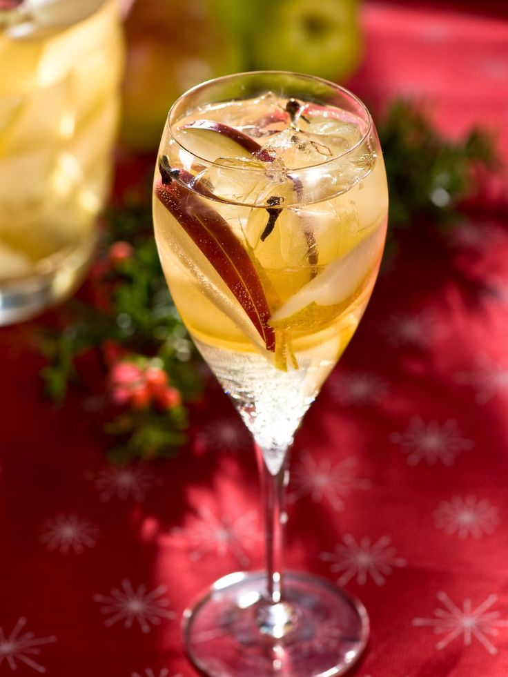 Keep holiday guests smiling with this flavor-filled, spiced pear sangria with a champagne twist. Prepare the spiced pear mixture the night before to let the flavors soak into the fruit. Then top it off with a bit of bubbly right before the party. Get the recipe>>
