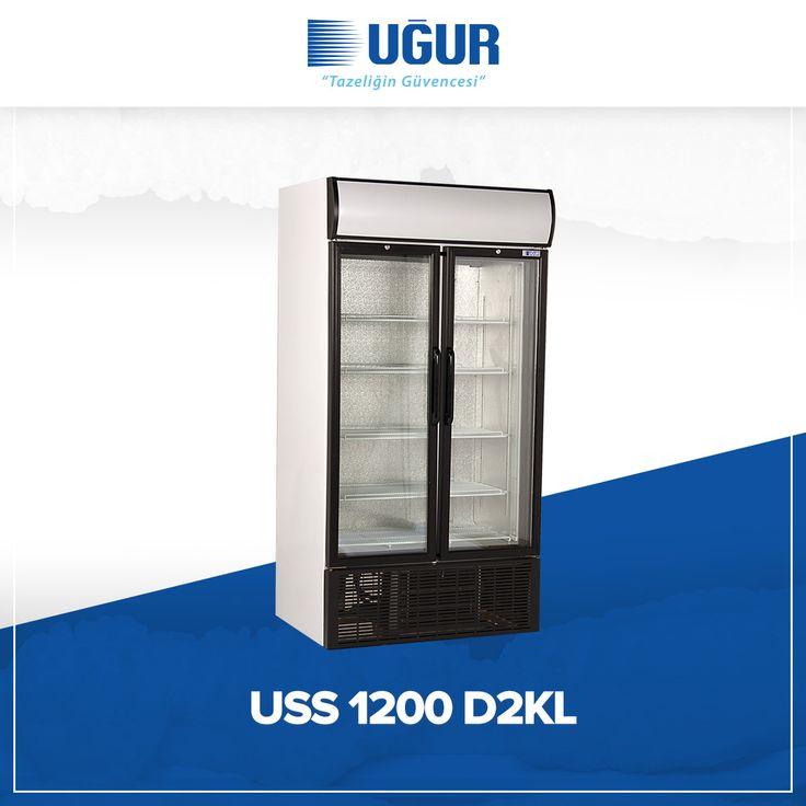 USS 1000 D2KL birçok özelliğe sahip. Bunlar;  aydınlatmalı kanopi seçeneği, mükemmel ürün görünürlüğü sağlayan iç aydınlatma, temperli cam kapı, yüksekliği ayarlanabilen ayaklar ve analog veya dijital termometre seçeneği. #uğur #uğursoğutma Kapı kilidi seçeneği