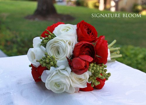 :): Red And White, Bridal Bouquets, Wedding Bouquets, Red Flowers, White Wedding Flowers, Blue Bouquets, Bridesmaid Bouquets, Red Barns, Red Wedding