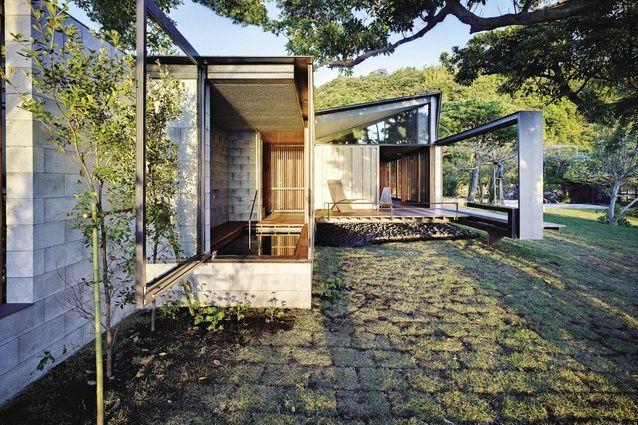 Wall House by Peter Stutchbury Architecture and Keiji Ashizawa Design.
