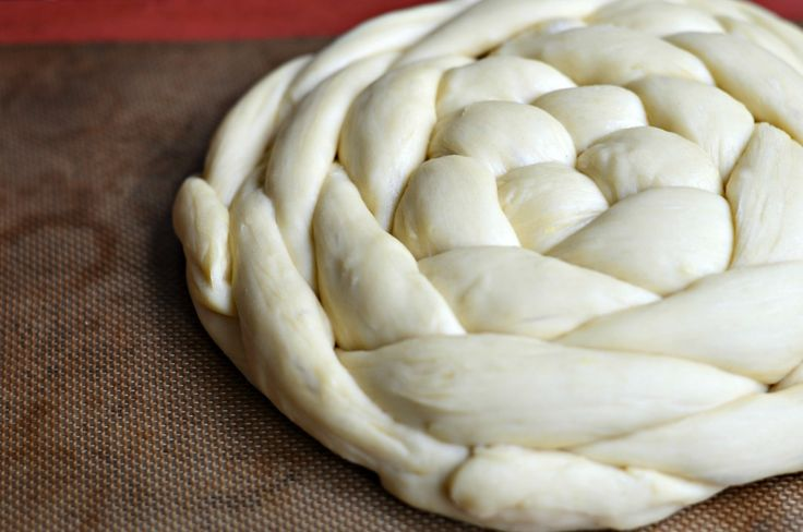 Braided round challah: a step-by-step tutorial for this Rosh Hashanah treat.