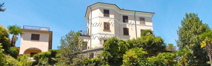 Appartamento con meravigliosa vista sul Golfo Borromeo, inserito in un residence all'interno di un bellissimo parco con una scenografica cascata e spiaggia