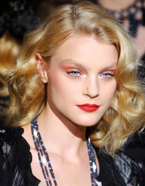 fryzury trendy 2012, falowane włosy, fale w stylu gwiazd fryzura