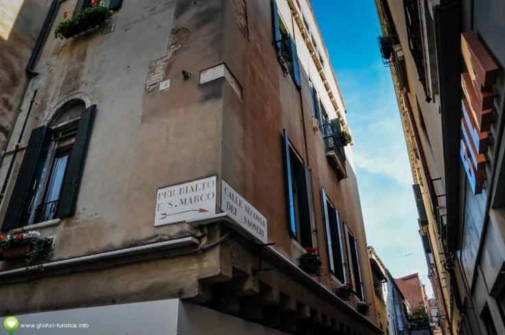 Pe stradutele din Venetia
