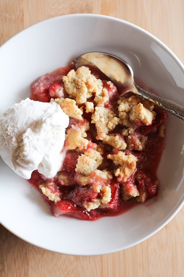 Paleo Strawberry Crumble (gluten-free, grain-free, naturally sweetened and healthy)