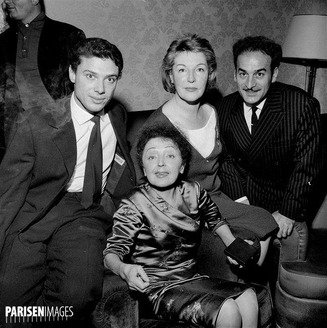 Marathon de la Chanson française. Edith Piaf (1915-1963), chanteuse française, entourée de Georges Moustaki, Marguerite Monnot et Michel Rivgauche (de gauche à droite), vers 1958.