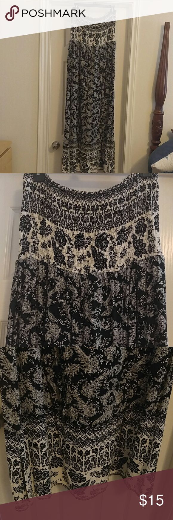 Francescas's strapless maxi in black and cream Worn once black and cream maxi with pretty floral and paisley deaign, smocked top, empire waist with lining size large by francescas Francesca's Collections Dresses Maxi