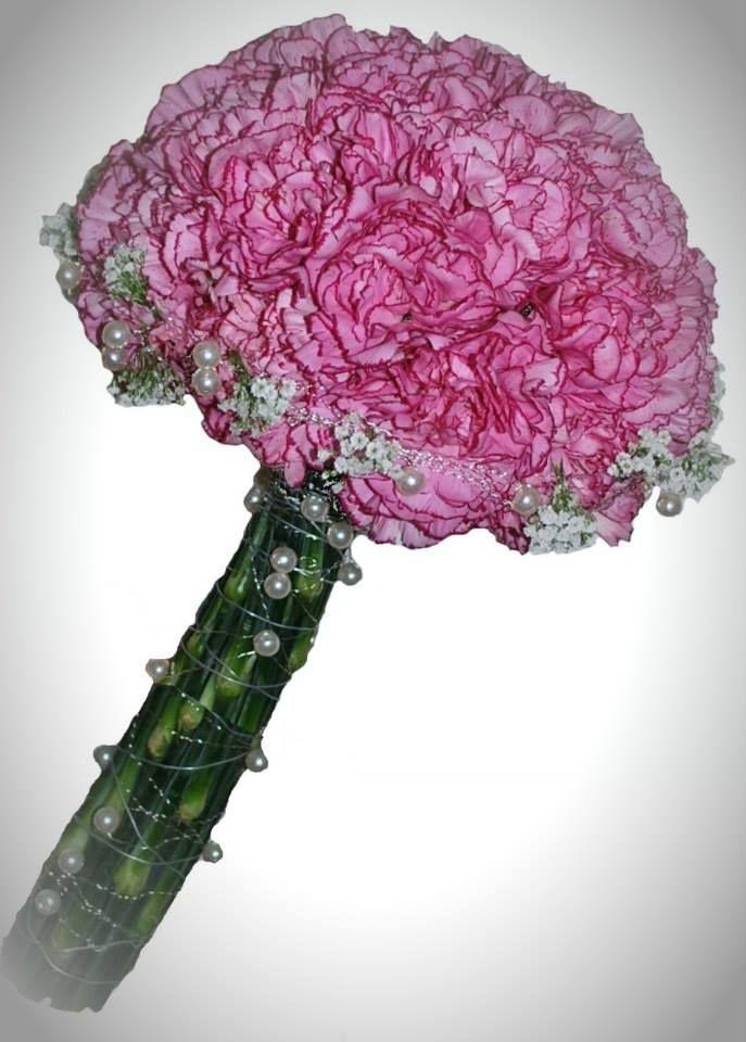 Rosa nellik, brudeslør og perler