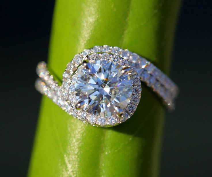 This is the most beautiful ring I've ever seen! OMG! In love!