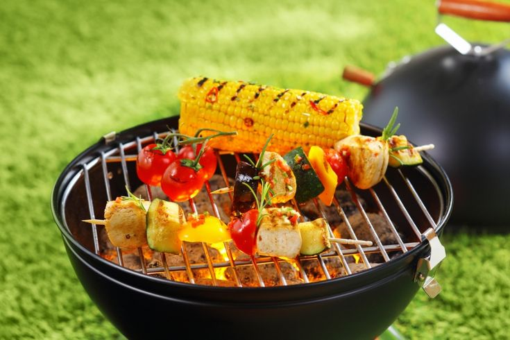 Whether you're cooking out in the backyard with friends or whipping up a quick weeknight meal on a grill pan, you can easily enjoy delicious dishes without weighing yourself down. Just don't go overboard on fattening fare like marbled steak, hot dogs and ribs.