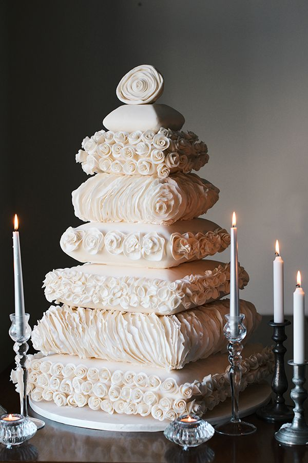 These translate very well into cake designs and many brides will opt to match elements of their wedding dress to the cake. Description from amara.com. I searched for this on bing.com/images