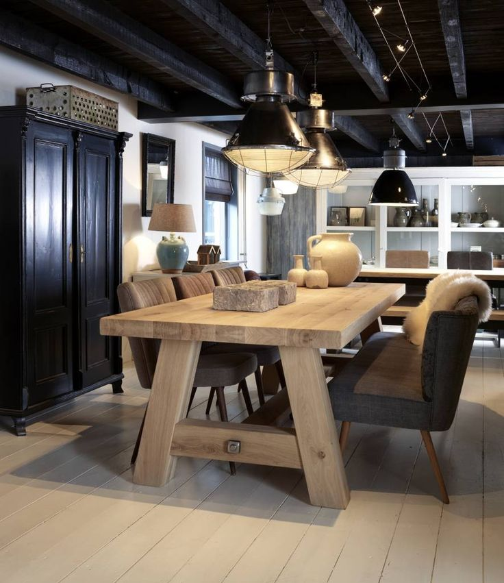 Nice solid oak diner table with very comfy leather chairs