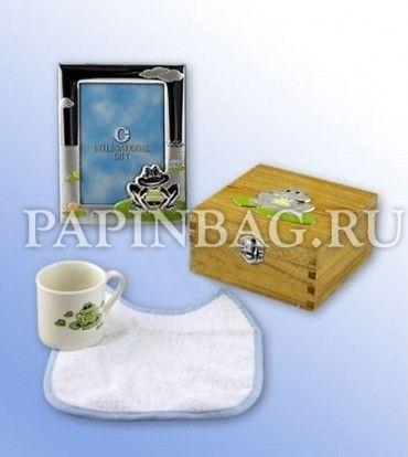 """Набор подарочный для малыша """"Лягушонок"""" (шкатулочка,нагрудник, чашечка и фоторамка), посеребрение (Италия). Продается в подарочной коробке с прозрачным окошком.  Приятный подарок на рождение, Крестины, Годик и просто по случаю. http://papinbag.ru/?m=3427"""