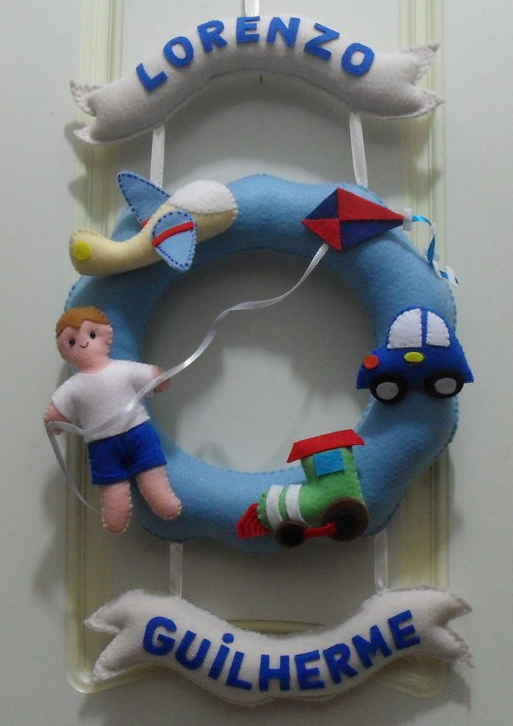 Enfeite de Porta feito em feltro, personalizado com os nomes de seus bebês, podem ser feitos em outras cores à sua escolha, <br>Feitos em feltro, à mão com enchimento antialérgico.